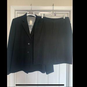 Kenar Black Skirt-suit